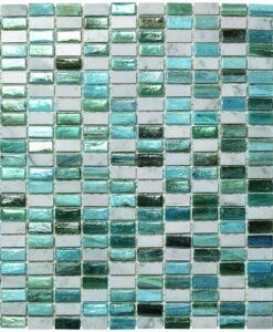 """Mosaiikki liuskojen tai marmorien seoksella yhdessä """"tiffany"""" -tyyppisen lasin kanssa. Paksuus 6 mm, silmäkoko."""